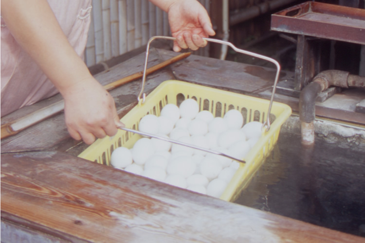 Making hot spring eggs